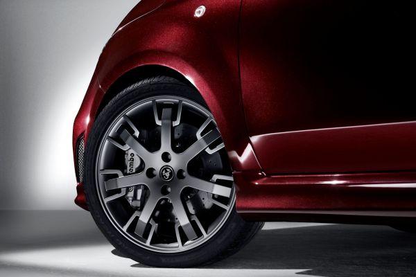 Abarth 695 Maserati Edizione Offener Edel Racer Im Kleinst Format Speed Heads