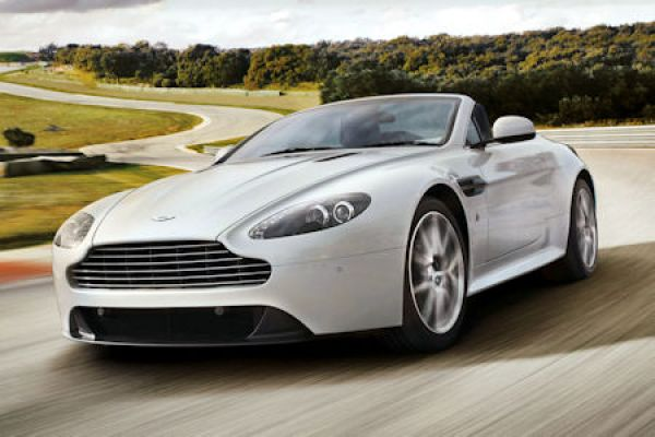 aston martin v8 vantage s ein bisschen hardcore f r den. Black Bedroom Furniture Sets. Home Design Ideas