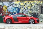 audi r8 e-tron test - sportwagen elektroauto prototyp versuchsträger elektromotor leichtbau lithium Ionen batterie torque vectoring gfk feder thermomanagement digitaler rückspiegel innenspiegel amoled carbon mmi seite