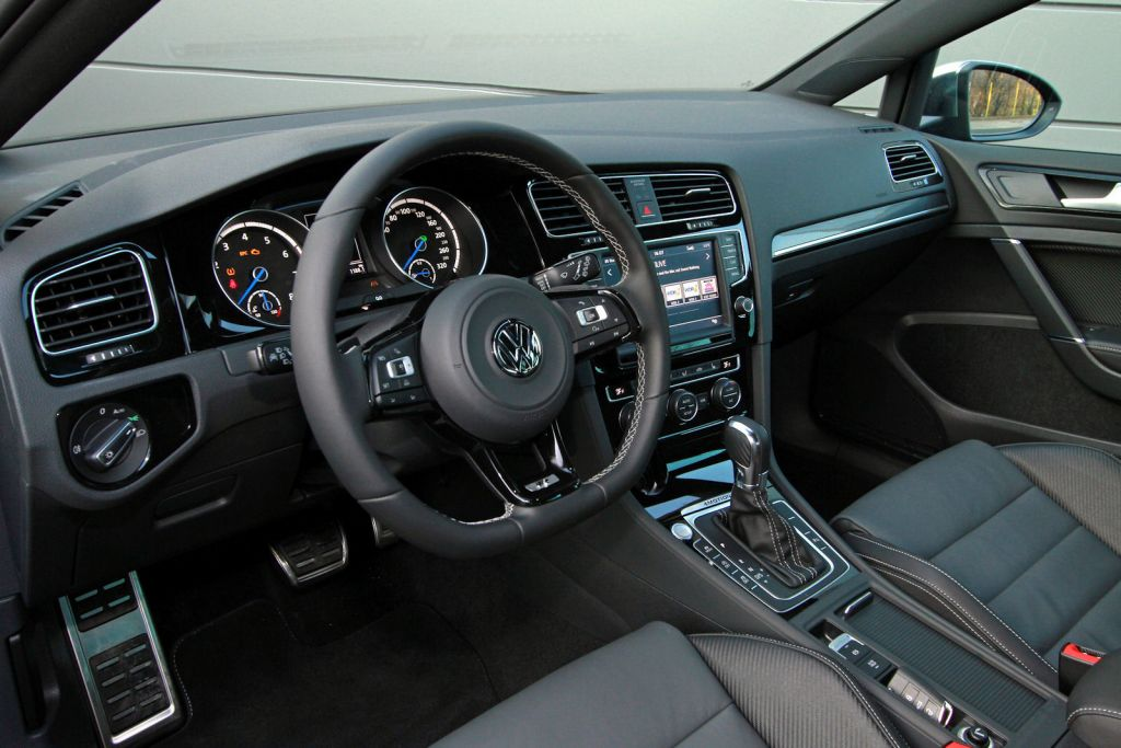 B b vw golf vii r mit drei stufen auf 420 ps speed heads for Interieur golf 7