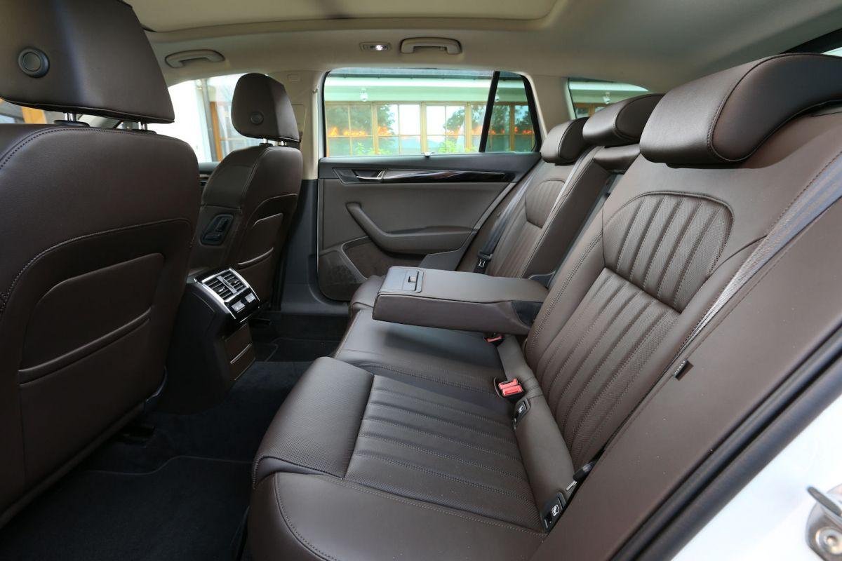 skoda superb combi l k test geheimtipp die neue luxus variante speed heads. Black Bedroom Furniture Sets. Home Design Ideas