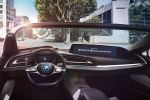BMW i Vision Future Interaction i8 Spyder Cabrio Sportwagen Plug-in-Hybrid Elektromotor Dreizylinder Benziner Panorama Display 3d Anzeige Mobility Mirror Smartphone Smartwatch Head-up-Display Pure Drive autonomes Fahren AirTouch Gestensteuerung Interieur Innenraum Cockpit