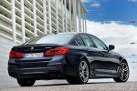 BMW M550i xDrive G30 5er 2017 v8 Twinturbo Biturbo Twinscroll Turbolader Allradantrieb Sportfahrwerk BMW Connected Infotainment Smartphone App Fahrassistenten Fahrerassistenzsysteme Heck Seite