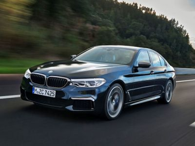 BMW M550i xDrive G30 5er 2017 v8 Twinturbo Biturbo Twinscroll Turbolader Allradantrieb Sportfahrwerk BMW Connected Infotainment Smartphone App Fahrassistenten Fahrerassistenzsysteme