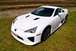 Lexus LFA Test - Front Seite seitlich vorne Ansicht weiß Xenon Scheinwerfer Felgen Dach Motorhaube Frontscheibe