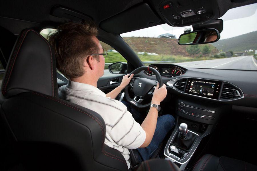 Peugeot 308 gti 2016 test rabiat das ist der neue golf for Go kart interieur