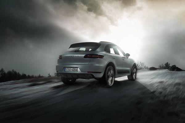 Porsche Macan Turbo Test - Heck in Fahrt