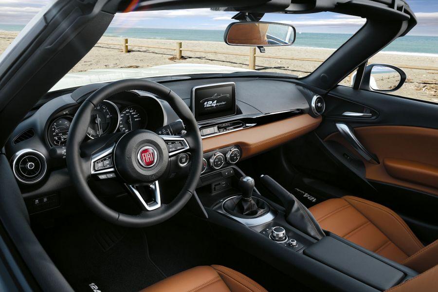 Fiat 124 spider test das sitzt so schl gt er den mazda for Innenraum design app