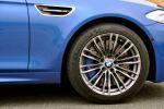 BMW M5 (F10) Test - Felgen Reifen Bremse Bremsscheiben Kotflügel blau Kiemen Blinker Scheinwerfer