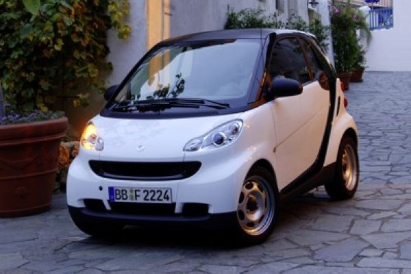 der neue smart fortwo gr er st rker und maskuliner speed heads. Black Bedroom Furniture Sets. Home Design Ideas