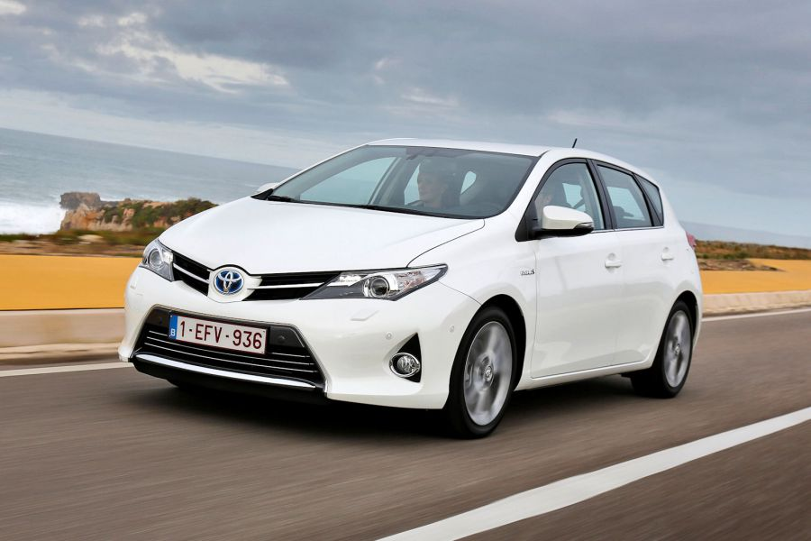 toyota auris hybrid 2013 test zwei herzen gegen den golf. Black Bedroom Furniture Sets. Home Design Ideas
