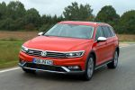 vw volkswagen passat alltrack 2.0 tdi biturbo b8 2016 test variant suv kombi crossover turbodiesel 4motion allrad dsg doppelkupplungsgetriebe head-up-display smartphone wlan internet emergency assist trailer assist ac, dcc park assist kofferraum gepäckraum laderaum, probefahrt fahrbericht review verdict front