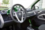 Smart Fortwo Electric Drive EV Vehicle Elektroauto Coupe Cabrio Cradle for the iPhone Smart Drive App SmartCharging Powerline Interieur Innenraum Cockpit