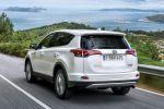 toyota rav4 hybrid awd 2016 tes, allrad kompakt suv facelift e-four crossover offroad geländewagen 2.5 vierzylinder benzinmotor elektromotor safety sense probefahrt fahrbericht review verdict heck seite