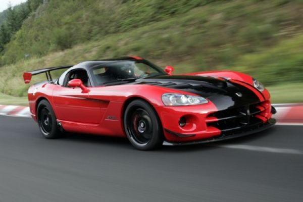 dodge viper srt10 acr giftschlange holt neuen rekord auf. Black Bedroom Furniture Sets. Home Design Ideas