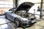 DTE Systems BMW M235i Cabrio F23 3.0 Reihensechszylinder Chiptuning Keypad Leistungssteigerung FSR 14 Pedalbox Zusatzsteuergerät Kompaktsportler Front Seite Prüfstand