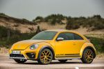 vw volkswagen beetle dune 2016 test 2.0 tsi gti 220 ps coupe crossover offroad käfer sandstorm yellow metallic sportversion xds differentialsperre internet smartphone app connect konnektivität kofferraum gepäckraum laderaum probefahrt fahrbericht review verdict front seite
