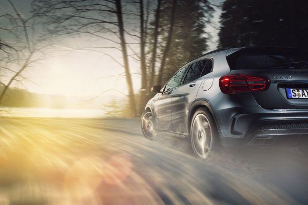 Mercedes-Benz GLA 45 AMG Test - Seite seitlich in Fahrt Righ Shot