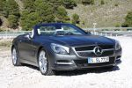 Mercedes-Benz SL 500 BlueEfficiency 2012 Test - mercedes-benz sl klasse sl 500 roadster blueefficiency r231 v8 7g tronic plus abc frontbass airscarf comand online internet asr ils magic vision control magic sky control variodach front seite ansicht