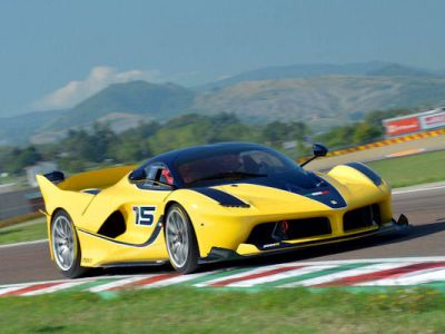 Ferrari FXX K Benjamin Sloss Christine Sloss Race Wife 6.2 V12 Elektromotor Hybrid HY-KERS Corse Clienti Hypercar Supersportwagen