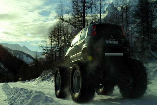 Fiat Panda Bigfoot Monstertruck 4x4 Allrad Offroad SUV 0.9 TwinAir Turbo Diesel 1.3 Multijet II Geländewagen Jeep CJ-7 Mercurio Cinematografica Heck Ansicht