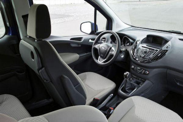 Ford Tourneo Courier Aus Dem Vollen Schopfen Auf Wunsch Befinden Sich Neben Multimedia Konnektivitatssystem SYNC Mit Einem