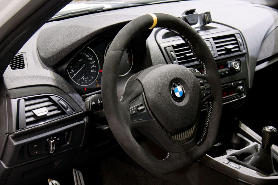 bmw 1er performance rennsport technologie ab werk speed. Black Bedroom Furniture Sets. Home Design Ideas