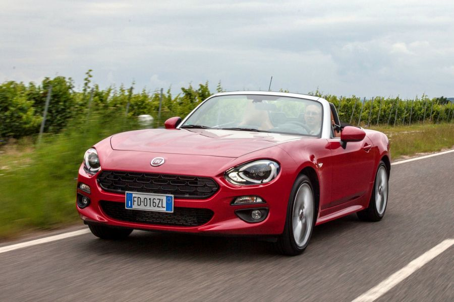 fiat 124 spider test das sitzt so schl gt er den mazda. Black Bedroom Furniture Sets. Home Design Ideas