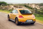 vw volkswagen beetle dune 2016 test 2.0 tsi gti 220 ps coupe crossover offroad käfer sandstorm yellow metallic sportversion xds differentialsperre internet smartphone app connect konnektivität kofferraum gepäckraum laderaum probefahrt fahrbericht review verdict heck seite