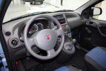 Fiat Panda 2. Generation Kleinwagen Interieur Innenraum Cockpit