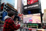 Hyundai Times Square New York Billboard Branding Racing Game Spiel Smartphone