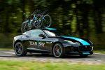 Jaguar F-Type R Coupé Tour de France 2014 V8 Kompressor Team Sky Service Fahrzeug Pinarello Blide TT-Renn-Bikes Fahrradträger Special Vehicle Operations Front Seite