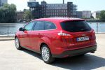 Ford Focus Turnier Test - Heck Seite Ansicht von hinten seitlich rot