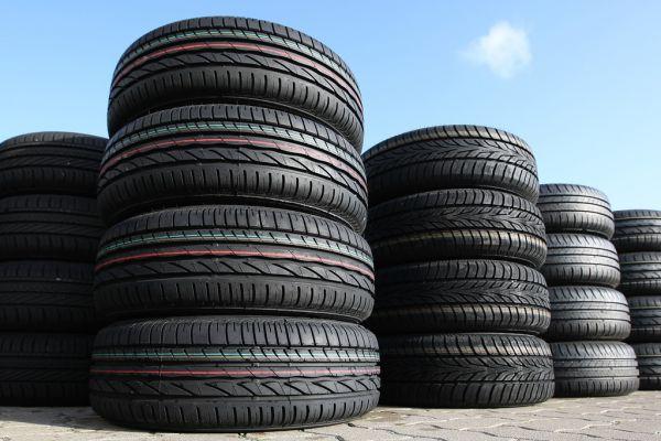 Mangelhafte Reifen müssen nur aus auscht werden Keine