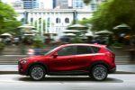 Mazda CX-5 2015 Kompakt Crossover SUV Skyactiv-D Diesel Skyactiv-G Benziner Turbo Allrad AWD i-stop Active Torque Split i-Eloop Kondensator MZD Connect Touchscreen Internet Smartphone App LAS DAA Plus SCBS R RCTA MRCC SBS Seite