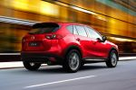 Mazda CX-5 2015 Kompakt Crossover SUV Skyactiv-D Diesel Skyactiv-G Benziner Turbo Allrad AWD i-stop Active Torque Split i-Eloop Kondensator MZD Connect Touchscreen Internet Smartphone App LAS DAA Plus SCBS R RCTA MRCC SBS Heck Seite