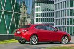 Mazda 3 Schrägheck Hatchback 2013 1.5 2.0 Skyactiv-G 100 120 165 2.2 Skyactiv-D 150 i-stop i-eloop Active Driving Display Touchscreen Internet App Head-up i-Activsense RVM LDWS SCBS MRCC SBS Pre-Crash Heck Seite