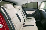 Mazda 3 Schrägheck Hatchback 2013 1.5 2.0 Skyactiv-G 100 120 165 2.2 Skyactiv-D 150 i-stop i-eloop Active Driving Display Touchscreen Internet App Head-up i-Activsense RVM LDWS SCBS MRCC SBS Pre-Crash Interieur Innenraum Fond Rücksitze