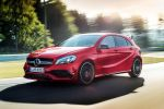 Mercedes-AMG A 45 Kompaktsportler 2016 Performance 2.0 Vierzylinder Turbo 4MATIC Allrad AMG Speedshift DCT 7G Doppelkupplungsgetriebe Dynamic Select Sport Race Comfort Comand Online WLAN Internet MirrorLink Smartphone App Collision Prevention Assist Plus Attention Assist Front Seite