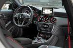 Mercedes-Benz A 45 AMG 2.0 Vierzylinder Turbo Kompaktsportler Rennsemmel Performance 4MATIC Allrad Speedshift DCT 7 Gang Sportgetriebe Allrad Interieur Innenraum Cockpit