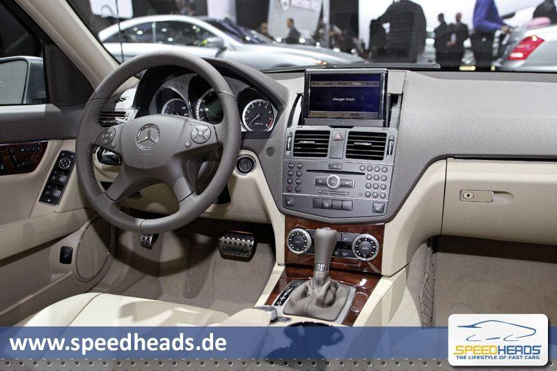 detroit auto show 2011 naias mercedes benz c klasse t modell facelift 2011 innenraum w204. Black Bedroom Furniture Sets. Home Design Ideas