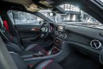 Mercedes-Benz CLA 45 AMG 2.0 Vierzylinder Turbo viertüriges Coupe Performance Limousine 4MATIC Allrad Speedshift DCT 7 Gang Sportgetriebe Interieur Innenraum Cockpit