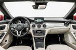 Mercedes-Benz CLA-Klasse 2015 A 180 200 250 220 CDI Effizienz viertüriges Coupe Interieur Innenraum Cockpit