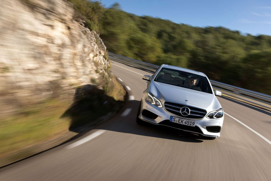Mercedes benz e 400 test gl cksgef hle mit doppel turbo for Mercedes benz collision prevention assist plus