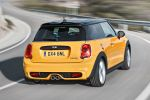 Mini Cooper S F56 2014 Hatchback Steilheck 2.0 Vierzylinder Turbo Overboost Mid Sport Green Gokart Feeling TFT Display Mini Connected Infotainment Social Networks Driving Assistant DSC ABS EBD CBC DTC EDLC Heck