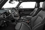 Mini Cooper S F56 2014 Hatchback Steilheck 2.0 Vierzylinder Turbo Overboost Mid Sport Green Gokart Feeling TFT Display Mini Connected Infotainment Social Networks Driving Assistant DSC ABS EBD CBC DTC EDLC Interieur Innenraum Cockpit Sitze