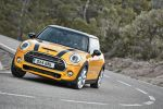 Mini Cooper S F56 2014 Hatchback Steilheck 2.0 Vierzylinder Turbo Overboost Mid Sport Green Gokart Feeling TFT Display Mini Connected Infotainment Social Networks Driving Assistant DSC ABS EBD CBC DTC EDLC Front