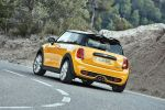 Mini Cooper S F56 2014 Hatchback Steilheck 2.0 Vierzylinder Turbo Overboost Mid Sport Green Gokart Feeling TFT Display Mini Connected Infotainment Social Networks Driving Assistant DSC ABS EBD CBC DTC EDLC Heck Seite
