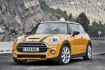 Mini Cooper S F56 2014 Hatchback Steilheck 2.0 Vierzylinder Turbo Overboost Mid Sport Green Gokart Feeling TFT Display Mini Connected Infotainment Social Networks Driving Assistant DSC ABS EBD CBC DTC EDLC Front Seite
