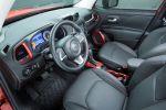 Jeep Renegade Kompakt SUV Geländewagen Offroad Allrad 4x4 MultiAir Turbo Vierzylinder Turbodiesel Interieur Innenraum Cockpit